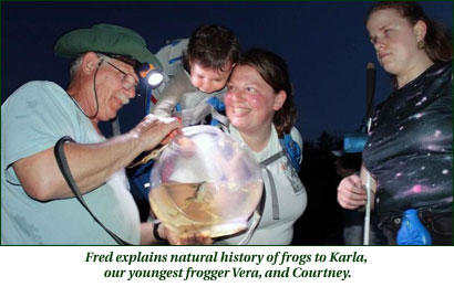 Fred explains natural history of frogs to Karla, our youngest frogger Vera, and Courtney
